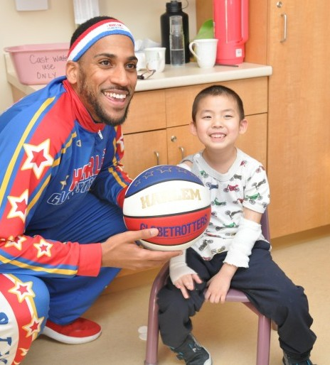 Harlem Globetrotter spins smiles through Lincoln Campus