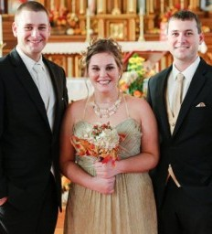 Iowa bridesmaid fulfills vow after brain and spinal trauma